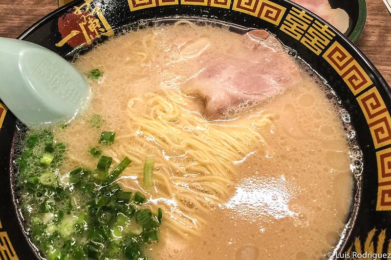 Ramen de estilo tonkotsu de un Ichiran Ramen en Fukuoka