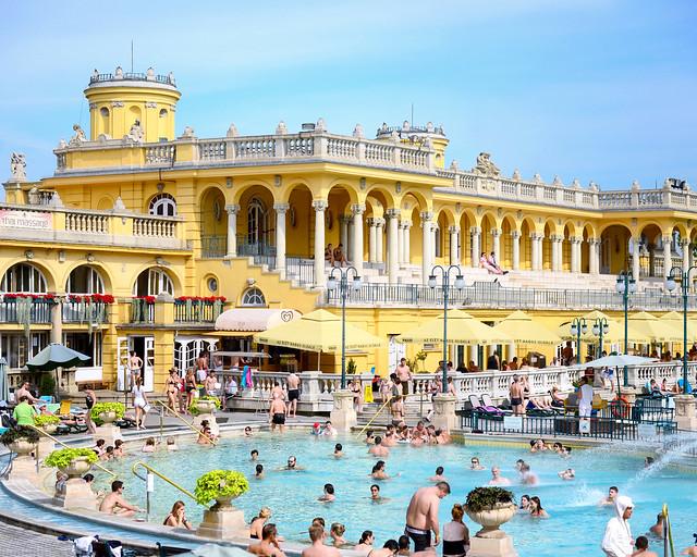 Una de las piscinas de Széchenyi en Budapest
