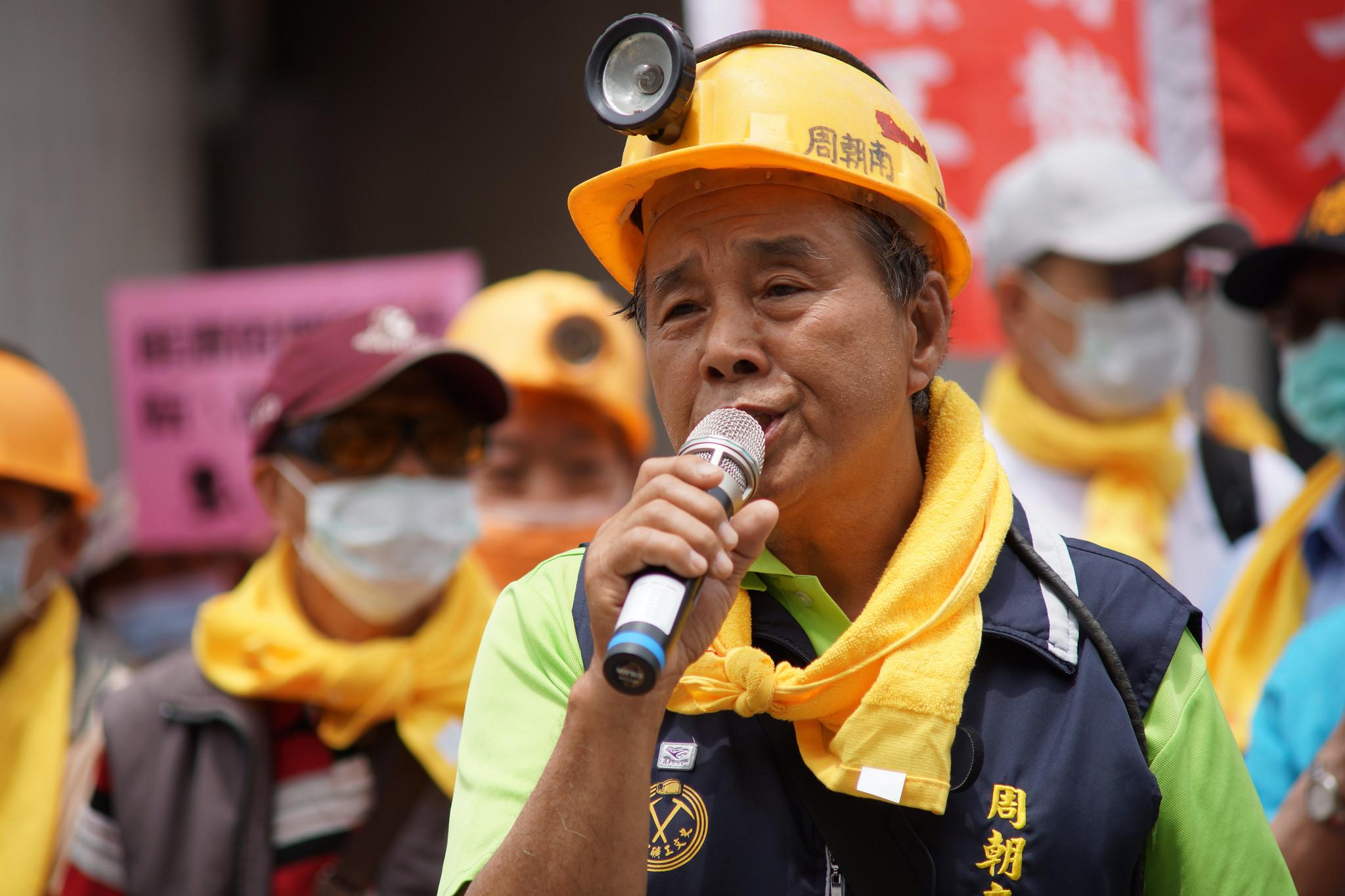 老礦工周朝南表示,在過去能源匱乏的年代,礦工用一輩子的生命和血淚換來台灣的經濟穩定,如今垂垂老矣需要政府照顧。(攝影:王顥中)