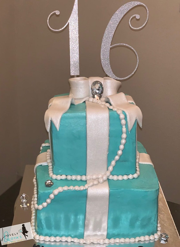 Cake by Lovely Quoya's Cakes and Sweets
