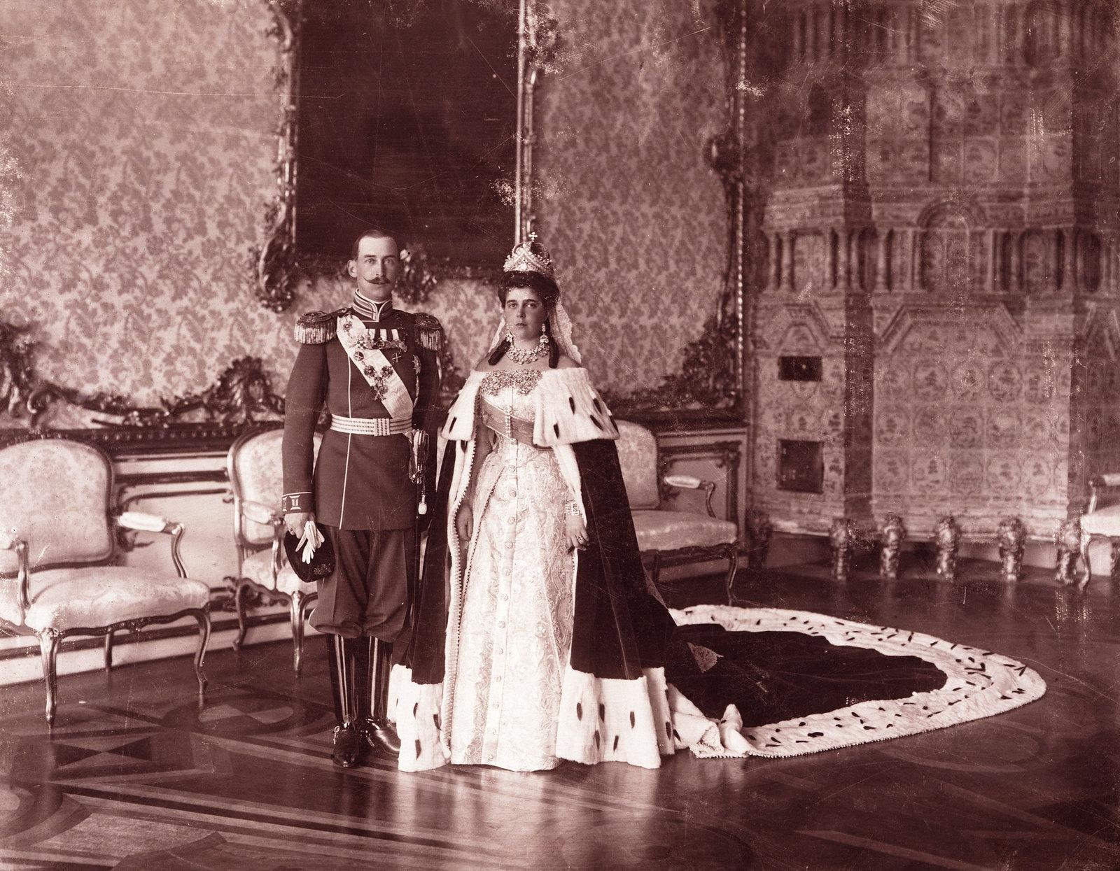 1913. Камергер Иван Васильевич Сосновский с женой перед отъездом на дворцовый бал