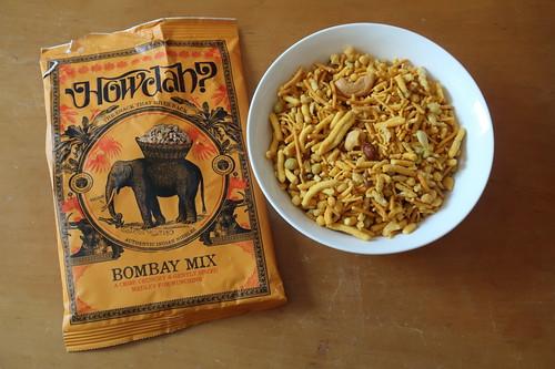 Howdah Bombay Mix (= original indischer Knabber Mix aus gerösteten Erdnüssen, roten Linsen und Reisflocken mit aromatischen Gewürzen wie Kümmel, Chili, Kurkuma, Mangopulver, Kreuzkümmel, Ingwer, Koriander und Pfeffer)