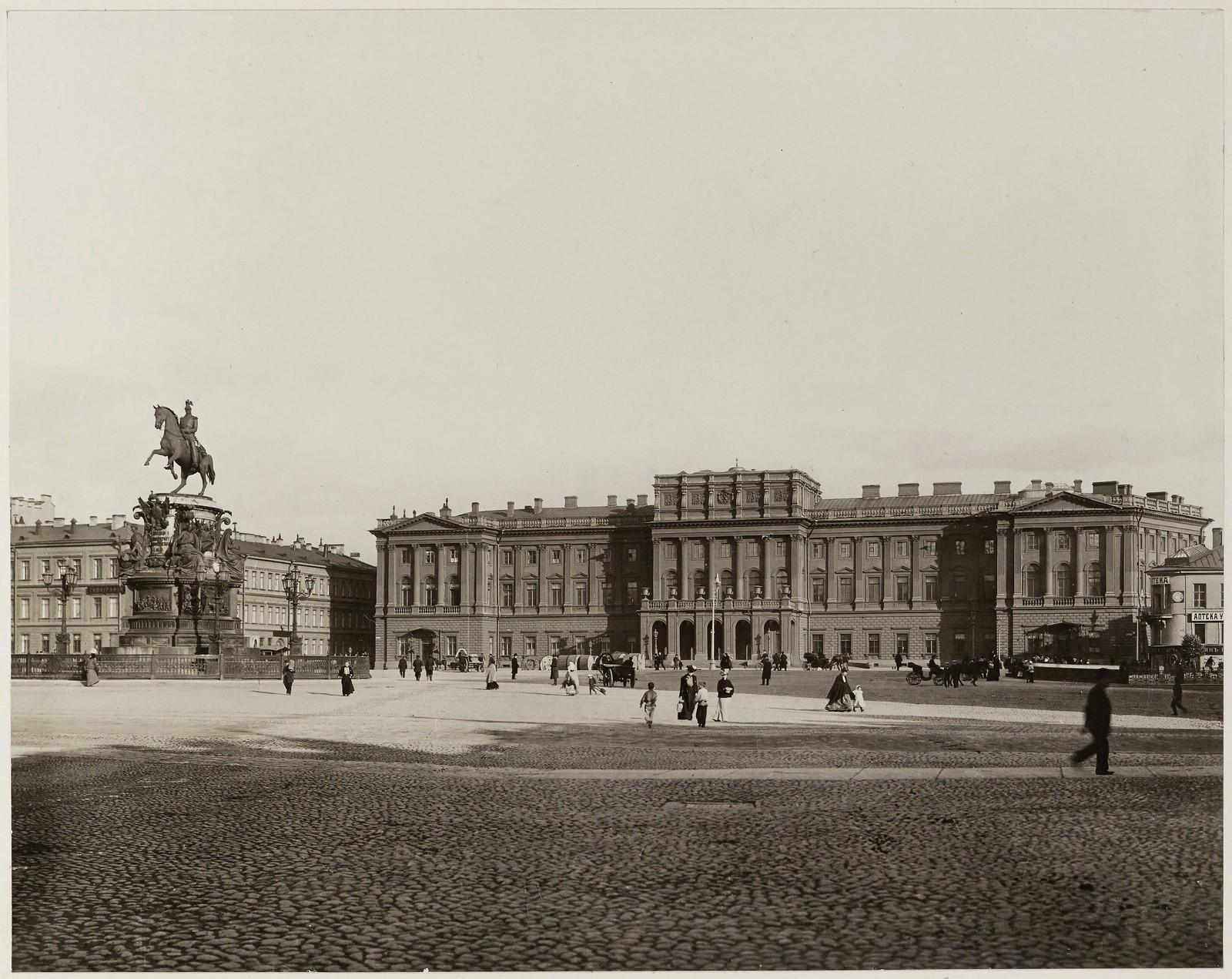 1903. Мариинский дворец и памятник Николаю I