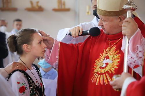Bierzmowanie w parafii Matki Bożej Fatimskiej  Porębie Wielkiej