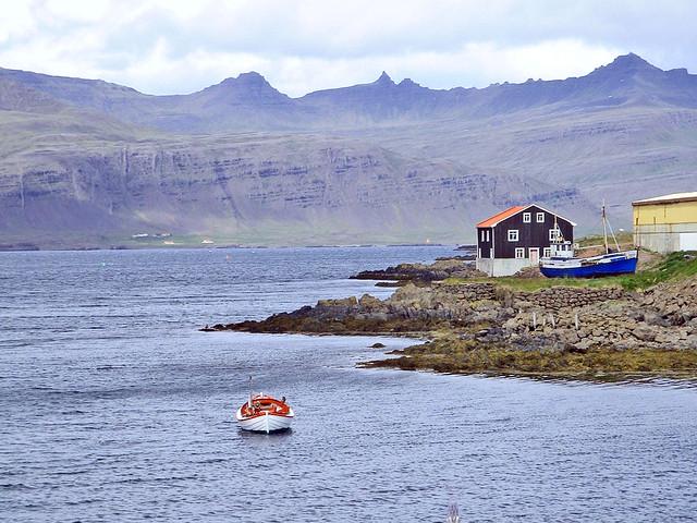 Islande, la baie avec le port de Djúpivogur