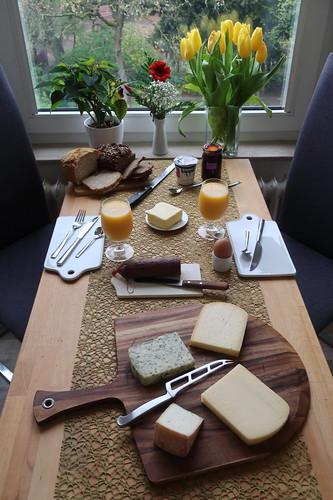 Frühstück am Morgen des 1. Mai