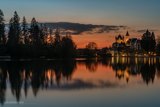 Le Château de Thun à la tombée de la nuit (Switzerland)