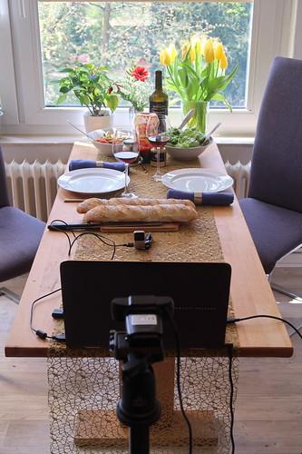 Grillen am 1. Mai (mit Freunden per Videokonferenz verbunden)