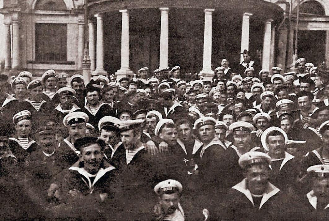 1902. Французские матросы у Народного дома