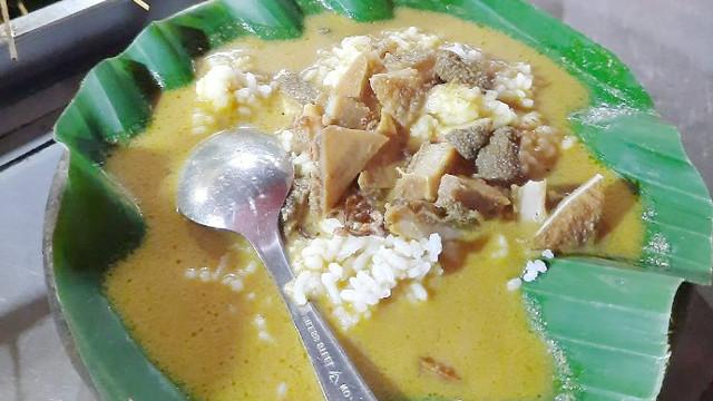 Wajib Coba! Nasi Gandul Satu-satunya di Kulon Progo.