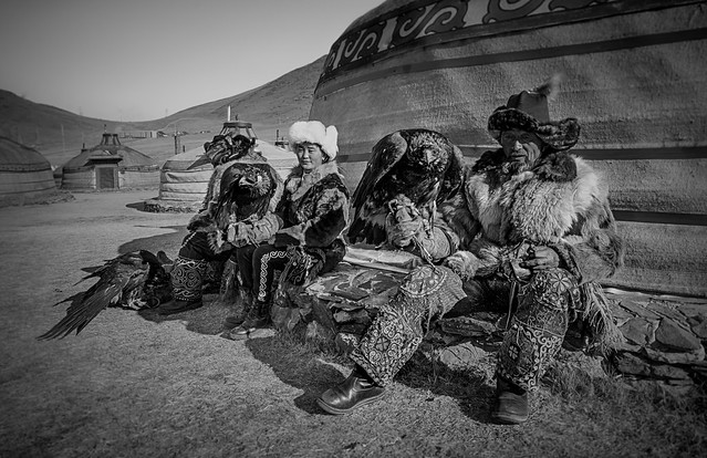 Eagle Hunters Waiting (Ulaan Baatar, Mongolia. Gustavo Thomas © 2021)