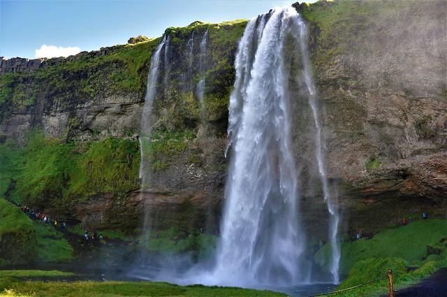 cascada juguetona-SELJALANDSFOSS-Iceland