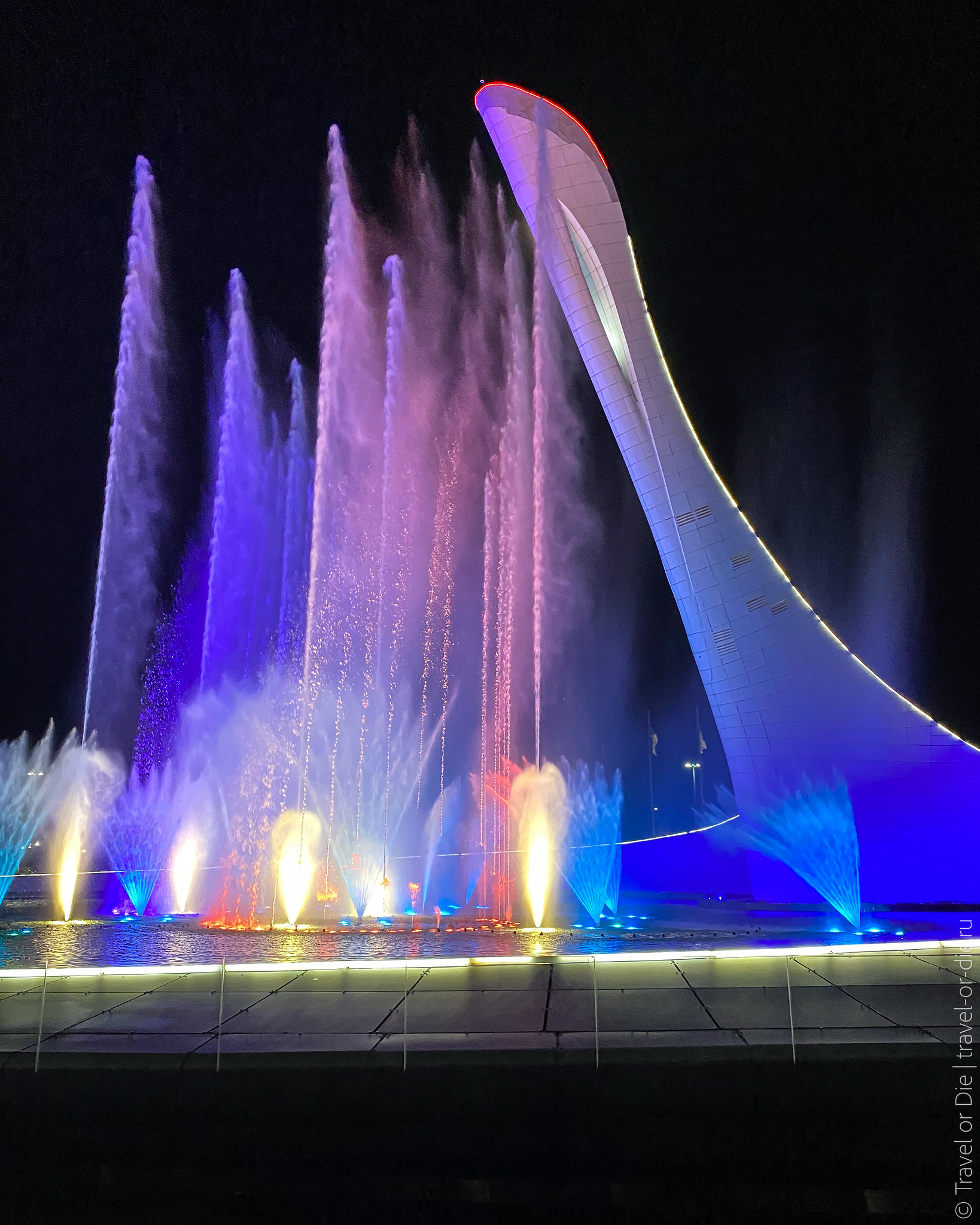 Singing-Fountain-Olympic-Park-Sochi-0925