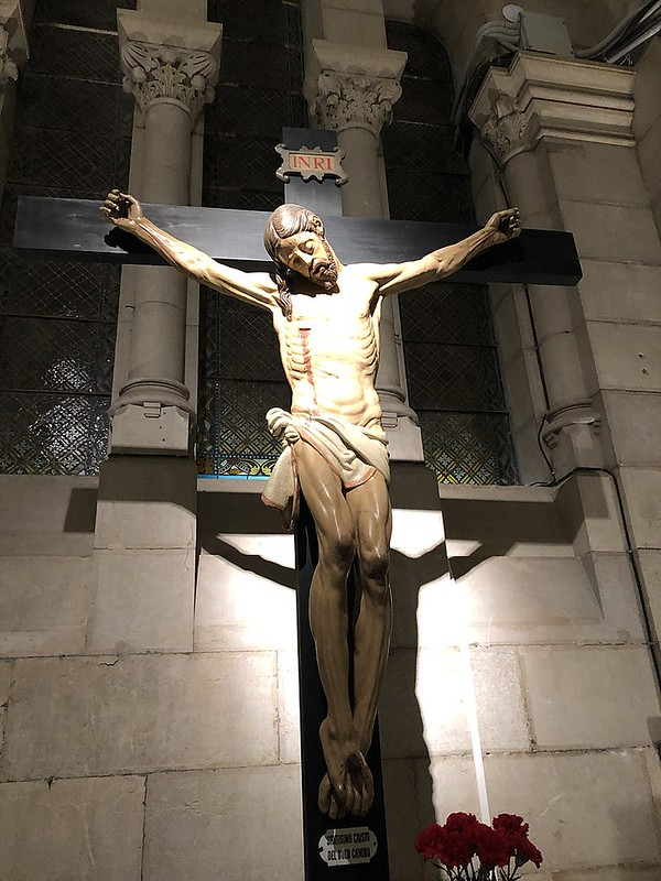 800px-Cripta_de_la_Catedral_de_la_Almudena._Madrid,_España_1
