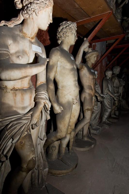 ROMA ARCHEOLOGICA & RESTAURO ARCHITETTURA 2021. Dario Franceschini, Marmi Torlonia & Il Tour Mondiale - Affittato a Musei Stranieri; in: Il Mess. (01/05/2021), Sky-Tg24 (30/04/20211) & l'Espresso (28/01/1979). Fonte: Margherita Corrado, Fb (01/05/2021).