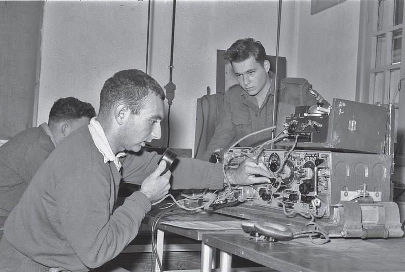 Radio-Wireless-no-19-training-baad7-1959-70y-1