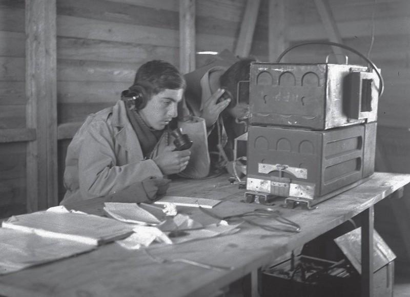 Radio-Wireless-no-19-operation-horev-194812-70y-1