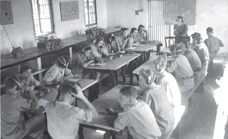 Radio-Wireless-no-19-training-late-1948-70y-1