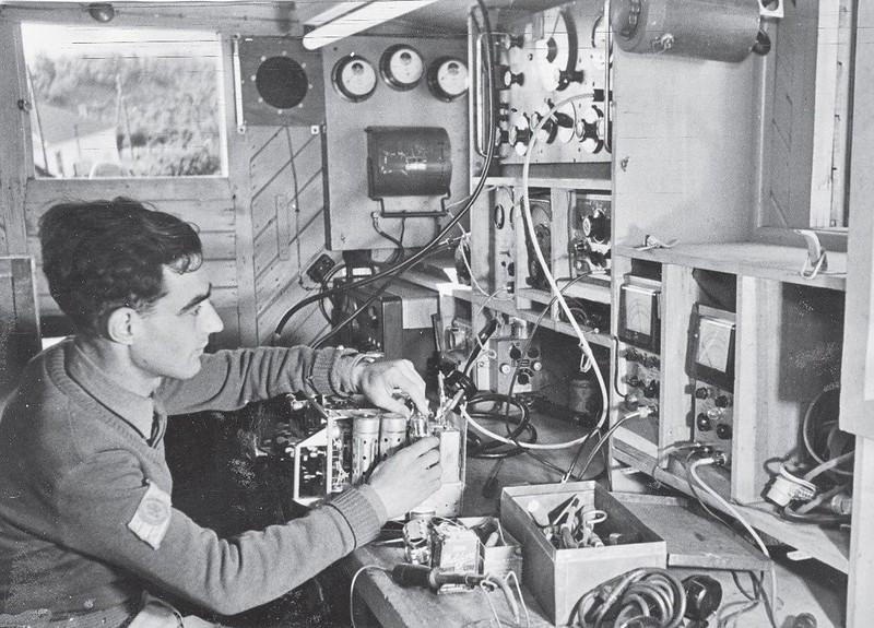Radio-Wireless-no-19-repair-1948-70y-1