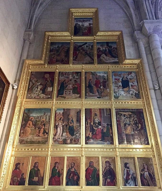 800px-Catedral_de_la_Almudena,_Madrid_(España)_18
