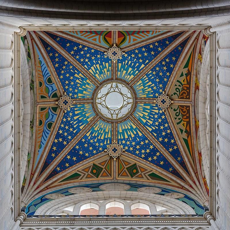 800px-Catedral_de_la_Almudena,_Madrid,_España,_2014-12-27,_DD_24