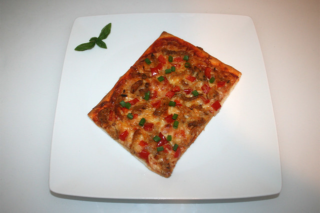 17 - Gyros bell pepper onion pizza - Served / Gyros Paprika Zwiebel Pizza - Serviert