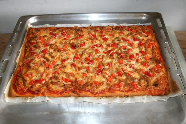 16 - Gyros bell pepper onion pizza - Finished baking / Gyros Paprika Zwiebel Pizza - Fertig gebacken