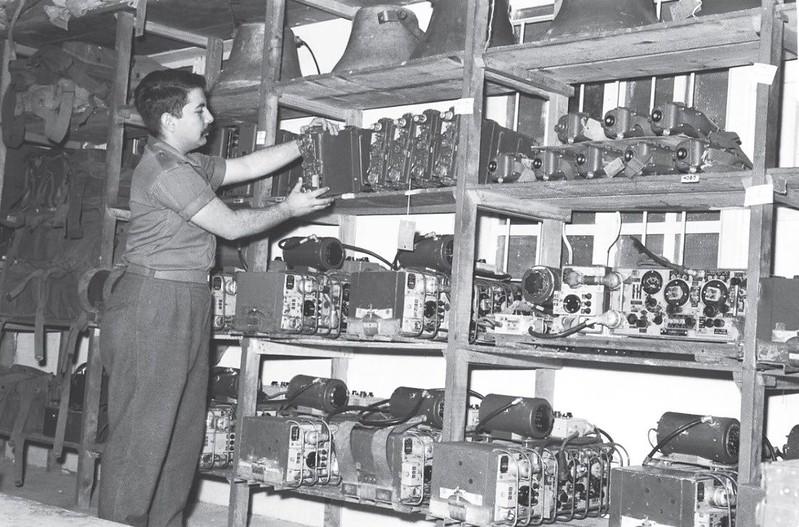 Radio-Wireless-no-19-MK-6-MK-9-10-storage-1960s-q-70y-1