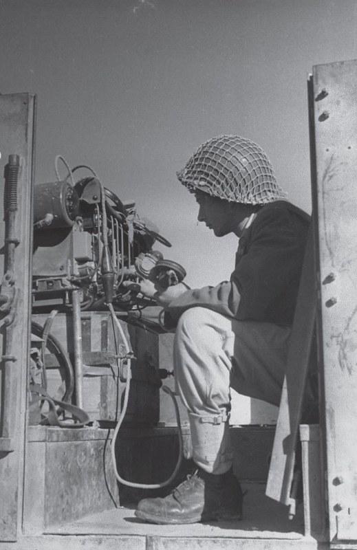 Radio-Wireless-no-19-operation-horev-194812-70y-2