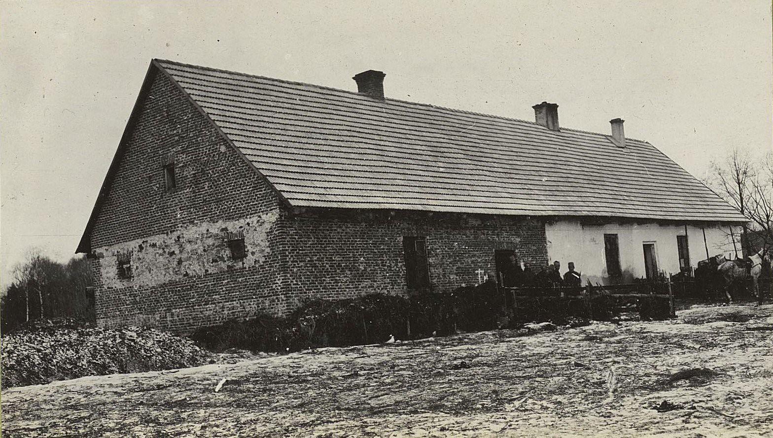 110. Здание, приспособленное для бани, у деревни Мыслеборж