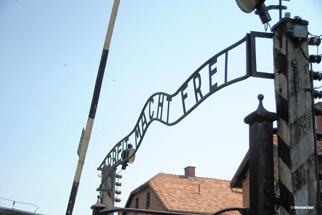 Arbeit macht frei -kyltti Auschwitzin portilla