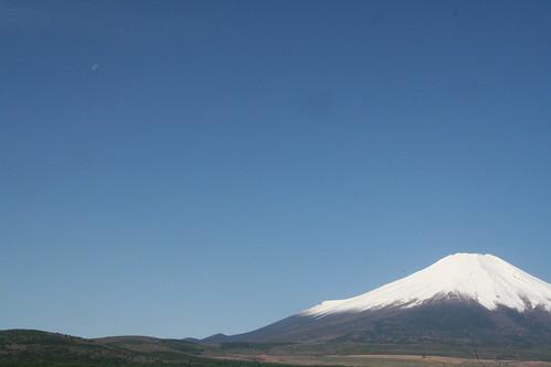富士山と月 Mt.FUJI and the Morning Moon