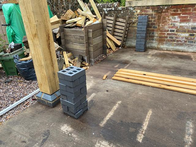 Setting out bricks