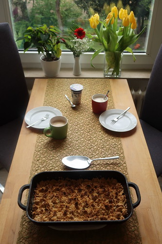 Rhabarber-Apfel-Crumble zum Nachmittagskaffee