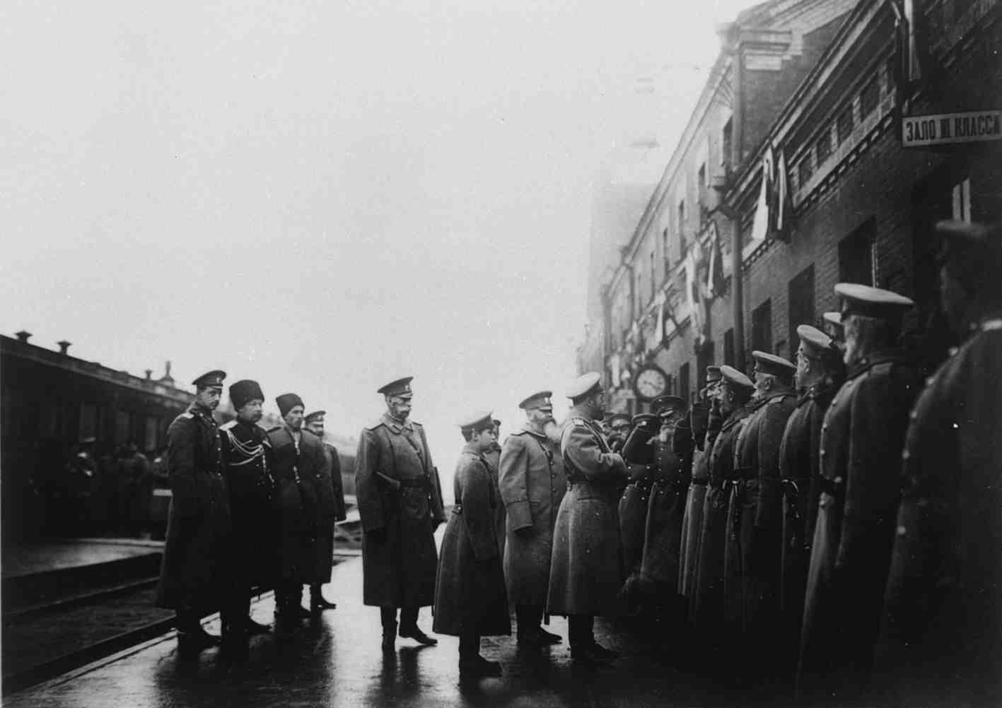 1915. Прибытие Николая II с наследником Алексеем в Хоем