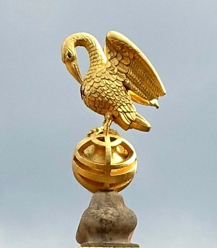 2019.02341c The Pelican above the sundial, Corpus Christi College, Oxford