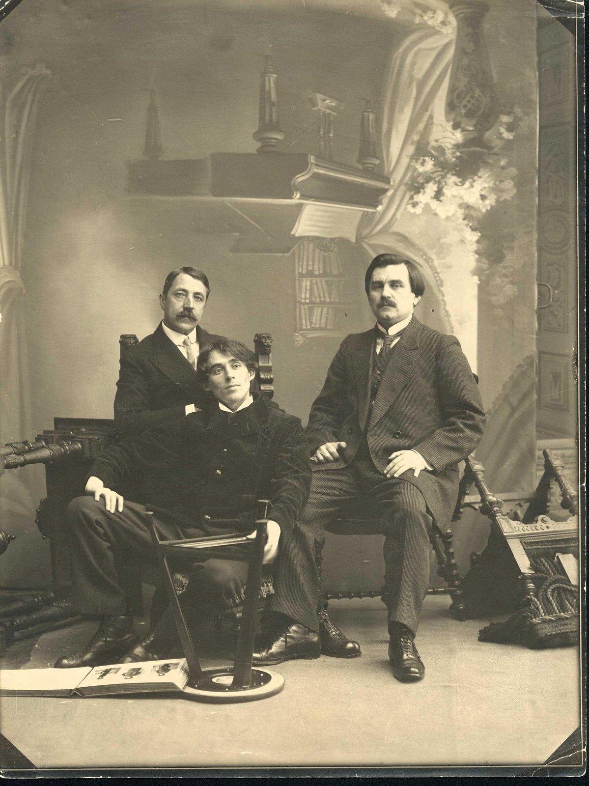 1913. М.В. Матюшин, К.С. Малевич и А.Е.Крученых. 11 декабря
