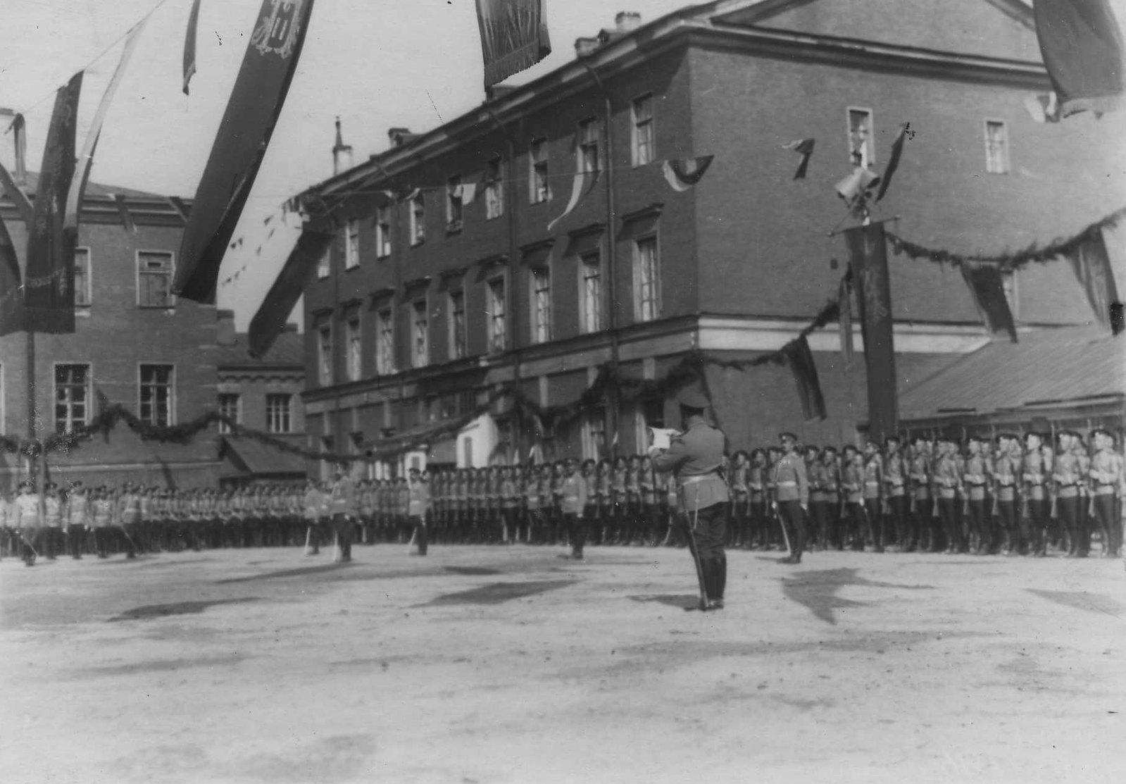 1913. Генерал-майор А.П.Буковский читает Высочайший приказ полку в день празднования 100-летия Кульмского боя