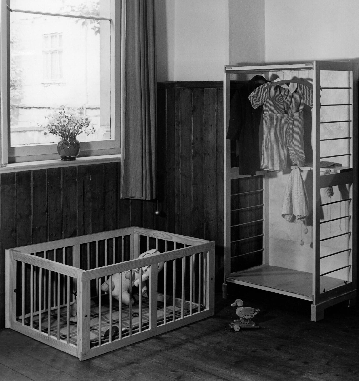 06. Трансформируемая детская кровать в манеж и детский шкаф