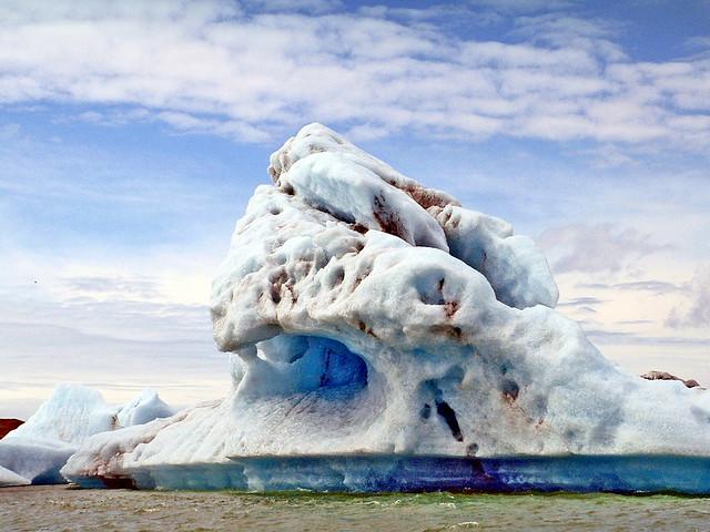 Islande, sur le Jokulsarlon où flottent des icebergs du glacier Vatnajökull