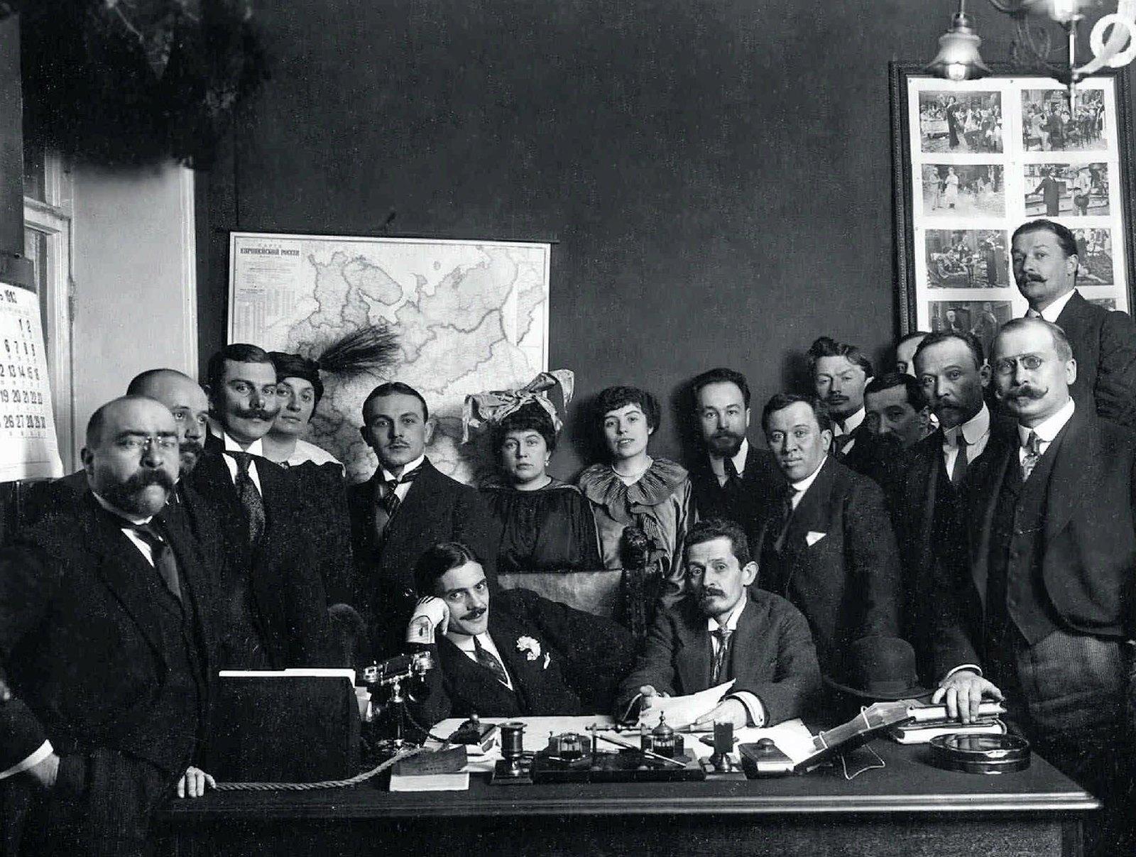 1913. Актер и режиссер Макс Линдер с предпринимателями в Санкт-Петербурге