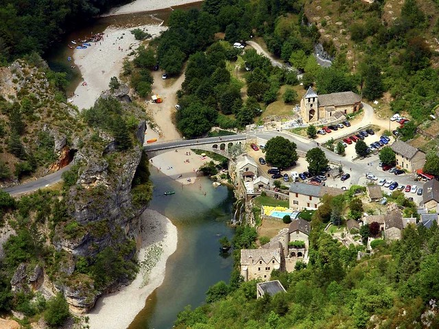 Le joli village de saint Chely du Tarn dans les gorges du Tarn Lozère région Languedoc Roussillon France