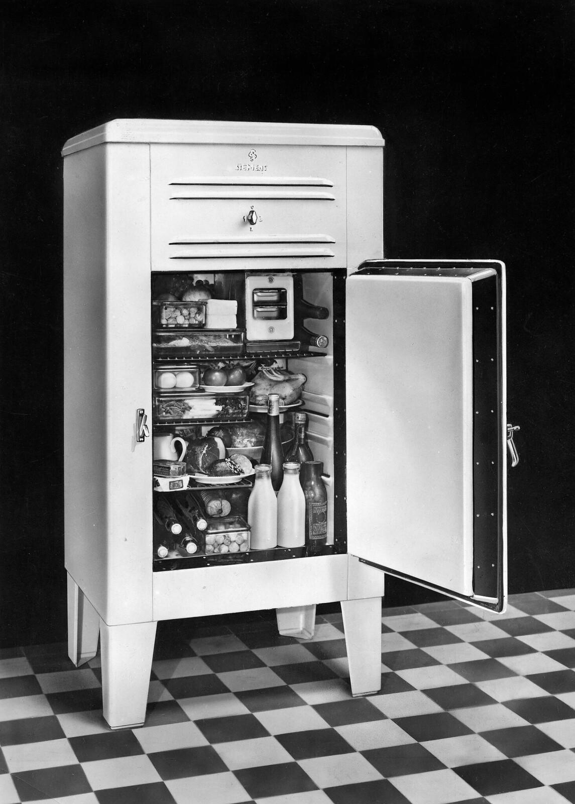 01. Холодильник «Siemens» KHE 123