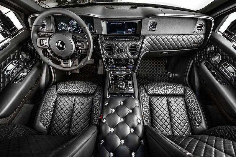 Drake-Rolls-Royce-Cullinan-2