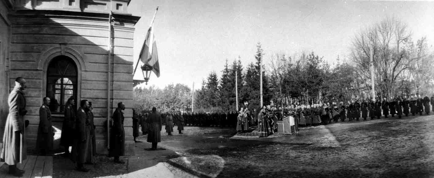 1915. Парад Собственному Его Вел. конвою в Могилевской ставке. Молебен