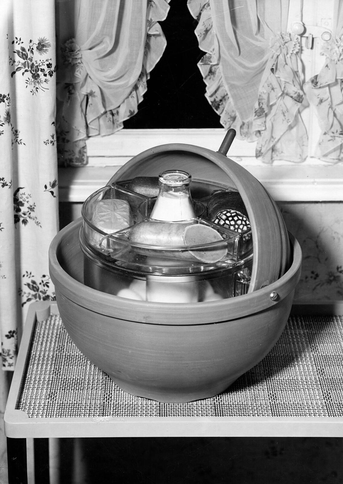 11. Круглый охлаждающий контейнер для мясного ассорти и молока