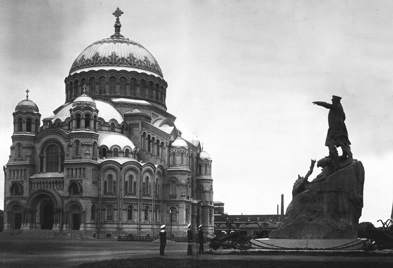 1913. Кронштадтский Богоявленский морской собор и памятник адмиралу Макарову