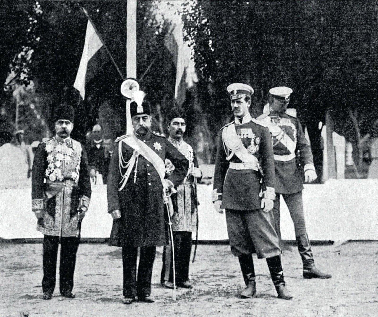1902. Персидский шах со своей свитой и великий князь Михаил Александрович во время смотра войск под Курском