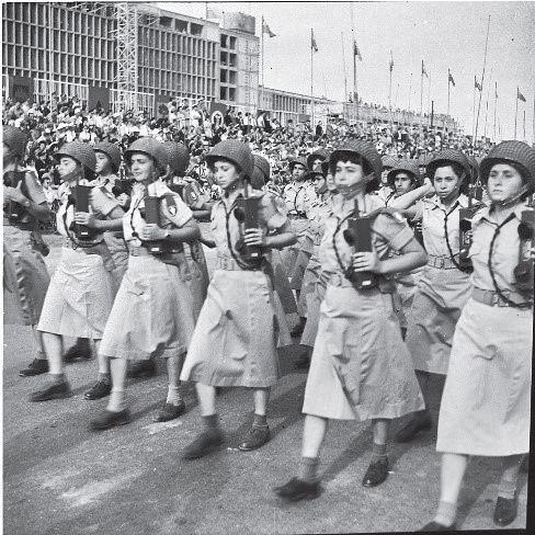Radio-SCR-536-parade-1952-70y-1