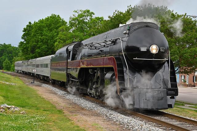 N&W 611 under steam